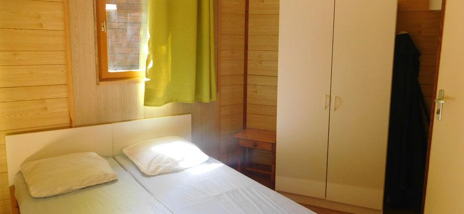 La chambre du chalet 2-4 places en Dordogne dans le Lot