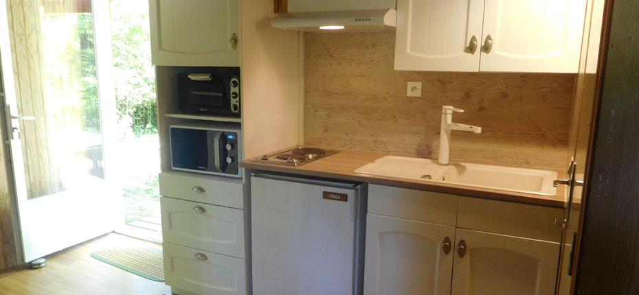 La cuisine de votre chalet 3-5 personnes avec mezzanine en bord de Dordogne