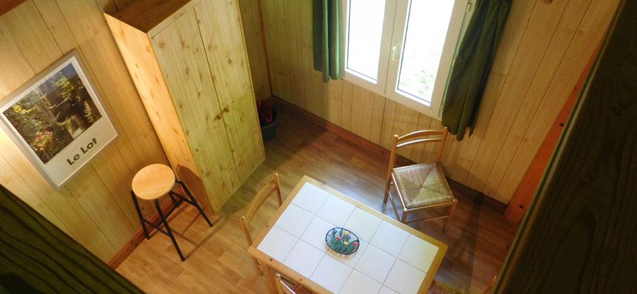 L'intérieur de votre chalet 3-5 personnes avec mezzanine en bord de Dordogne
