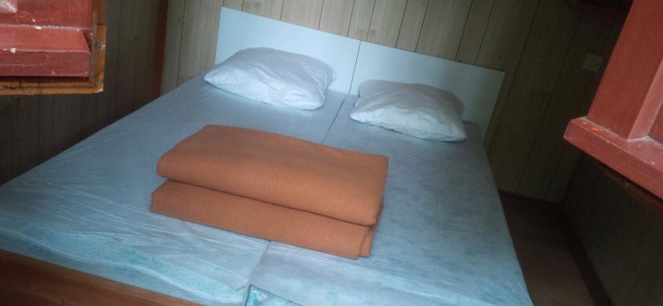 Une chambre parentale avec lit double