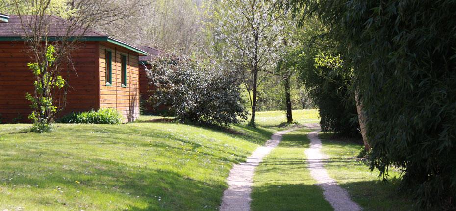 Le parc des Chalets Mirandol dans la Vallée de la Dordogne à Vayrac