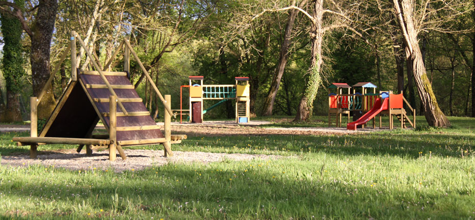 Le parc des Chalets Mirandol dans la Vallée de la Dordogne dans le Lot