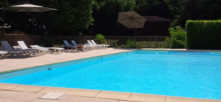 Baignez vous dans la piscine à Mirandol en Vallée de la Dordogne