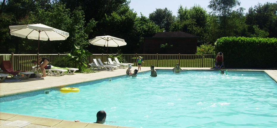 Reposez vous à la piscine dans la Vallée de la Dordogne dans le Lot