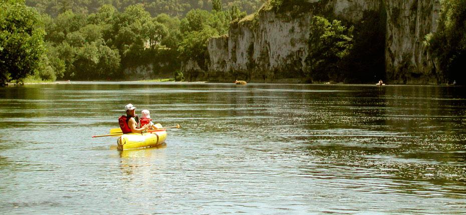 Canoë kayak dans la Vallée de la Dordogne au pied des Chalets Mirandol