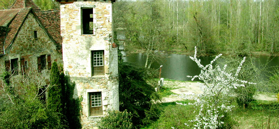 Le village de Carennac dans le Lot en Vallée de Dordogne à 8 kms