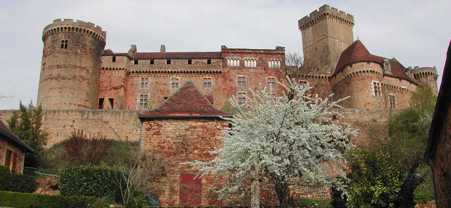 Le château de Castelnau-bretenoux dans le Lot à 15 kms
