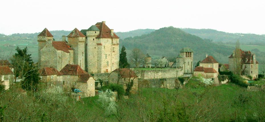 Le château de Curemonte en Corrèze à 9 kms