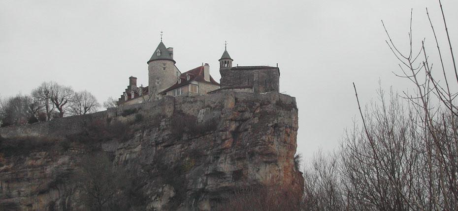 Lacave et ses grottes dans La Vallée de la Dordogne dans le Lot à 25 kms
