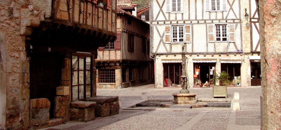 Saint-Céré village du Lot dans la Vallée de la Dordogne à 21 kms